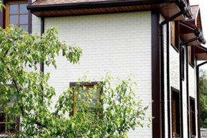 Фасадная панель GrandLine Состаренный кирпич Молочный