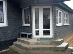 Сайдинг виниловый Ю-Пласт Стоун-Хаус Камень Изумрудный